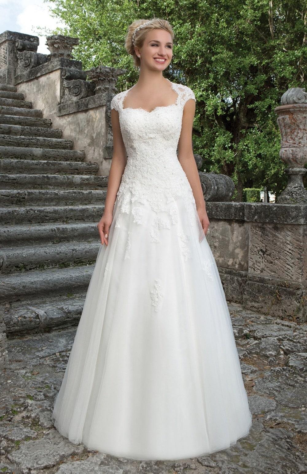 Robe de mariée Modèle Satya – 3906