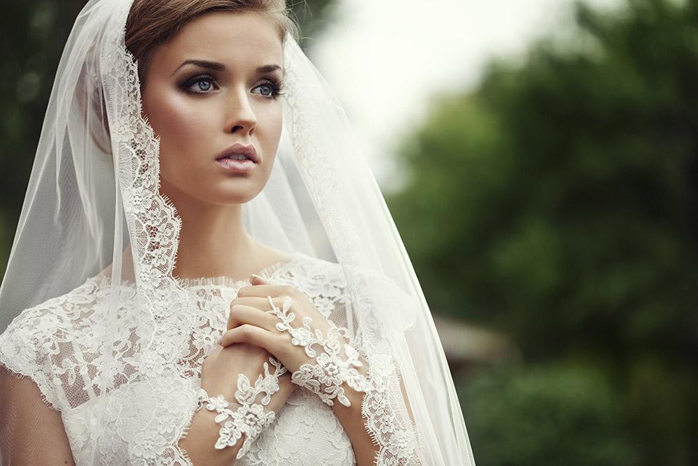 Découvrez une sélection de robes de mariées visibles uniquement dans notre showroom !